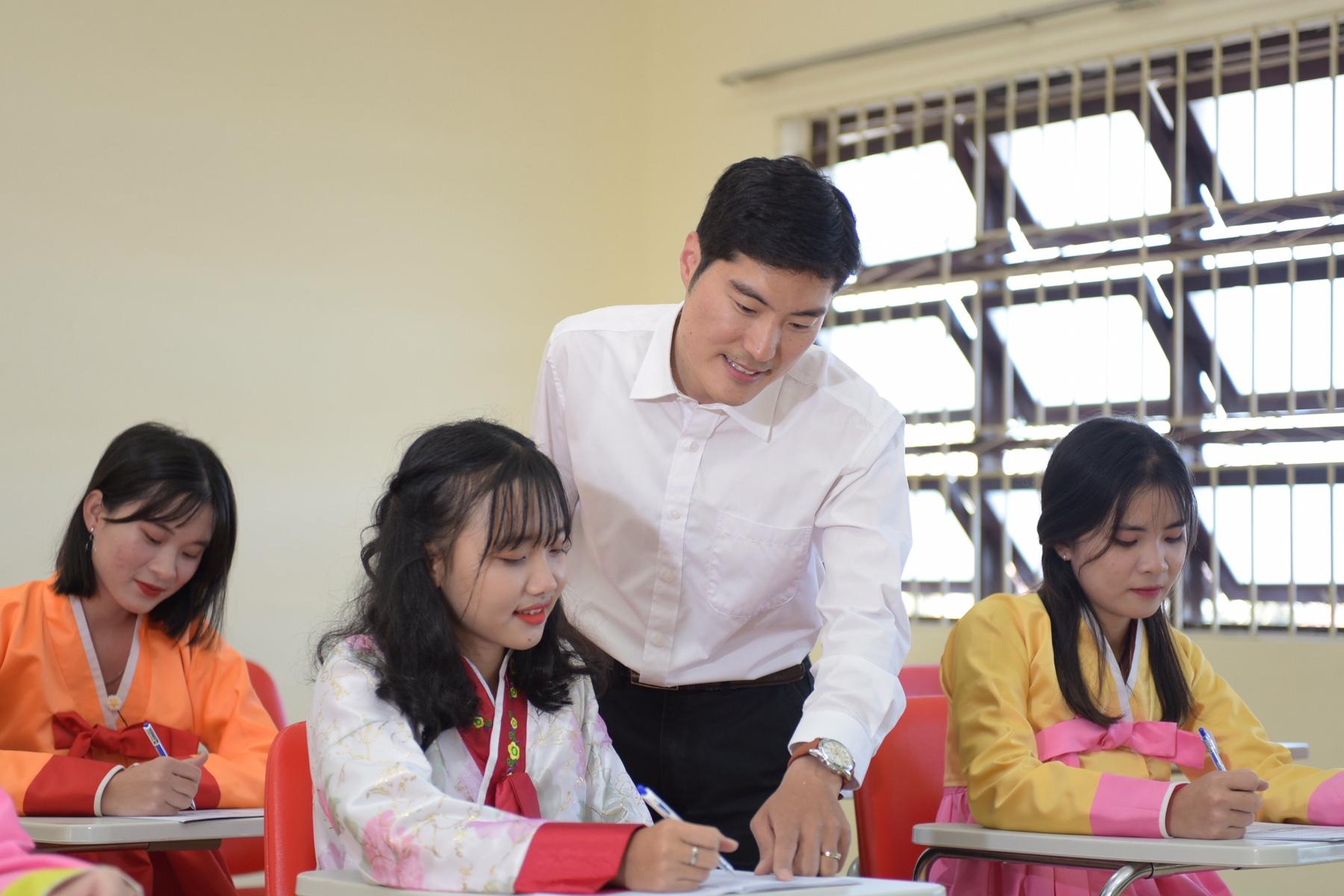 Ngành Hàn Quốc học là gì? Học gì, ra trường làm gì, ở đâu ...