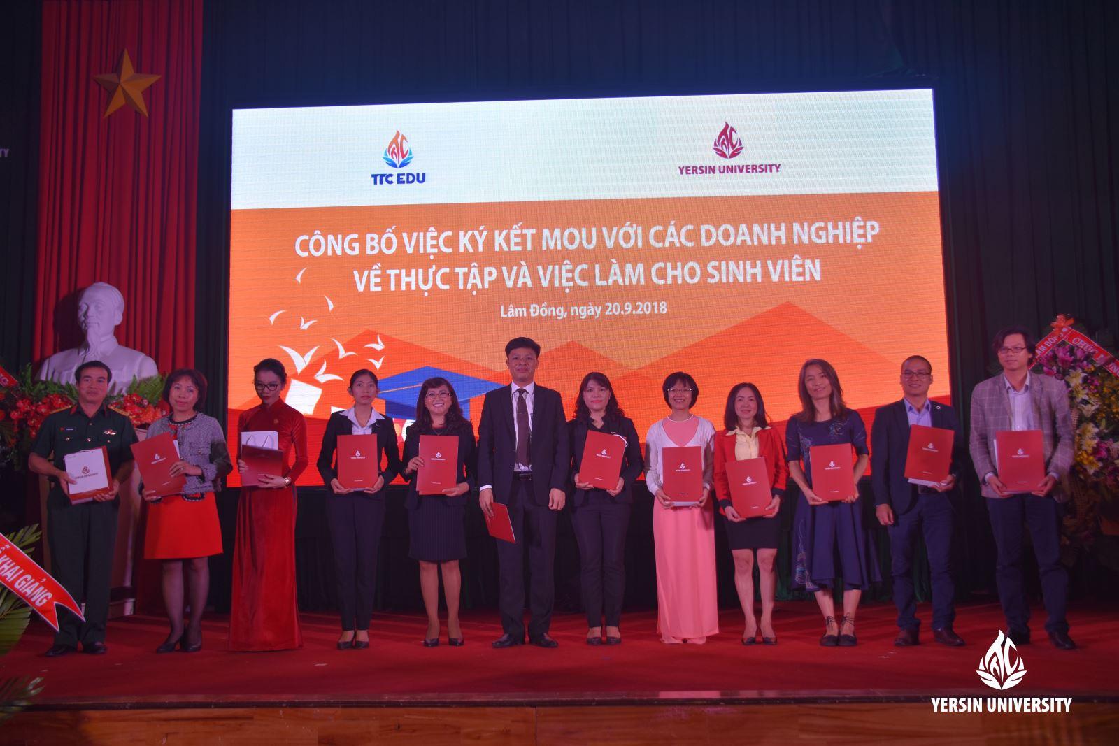 Trường Đại học Yersin Đfa Lạt công bố việc ký kết MOU với các doanh nghiệp về vấn đề việc làm cho sinh viên