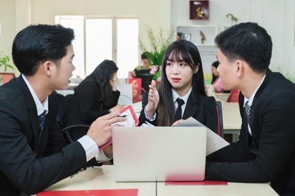 Sinh viên ngành luật sau khi ra trường có thể đảm nhiệm nhiều vị trí công việc