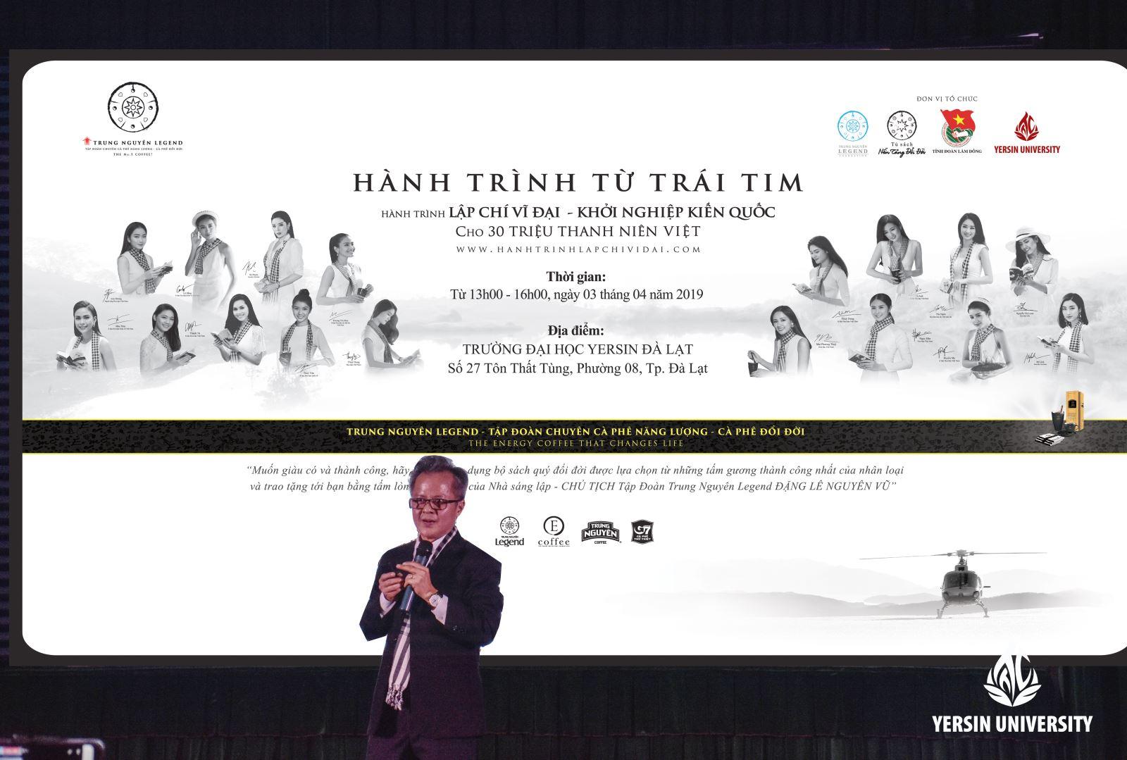 Ông Trần Hữu Đức – Giám đốc đào tạo Tập đoàn Trung Nguyên Legend chia sẻ cùng các bạn sinh viên