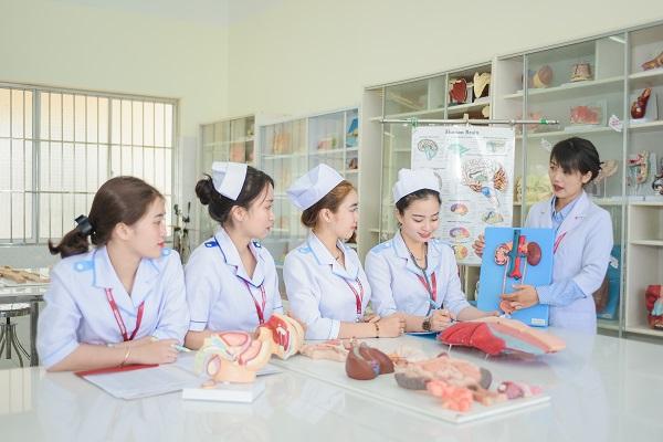 Tại Việt Nam, nguồn nhân lực điều dưỡng thực tế mở đào tạo chỉ đáp ứng được 1/3 quy định của Nhà nước