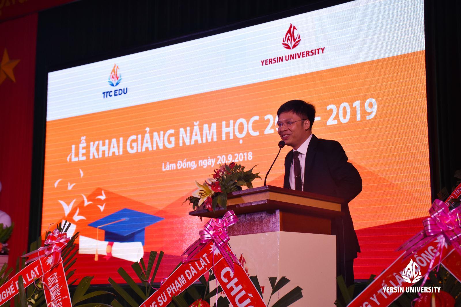 TS. Phạm Đình Trung - Hiệu trưởng nhà trường phát biểu tại buổi lễ